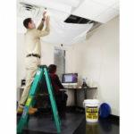 PIG® – Kit secchio Roof Leak Diverter applicazione