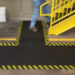 PIG® Tappeto Adesivo Grippy Safety Borders applicazione 2